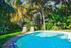 Offering an outdoor pool and a restaurant Palmeiras Lodge is located in the village of Vilanculos. Free WiFi access is available in this resort. Beach Hotels, Beach Resorts, Outdoor Swimming Pool, Swimming Pools, Styling A Buffet, Best Hotel Deals, Beautiful Ocean, Best Location, Hotel Reviews