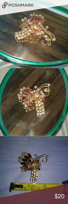Vintage Costume Brooch! Lovely vintage costume brooch! Sparkly and fun! Please see pics for size Jewelry Brooches