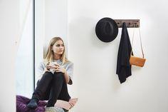 Moodboard 1X6 Fumed Oak - Magnetic Hanger System - Hat - Bag - Girl - Living room