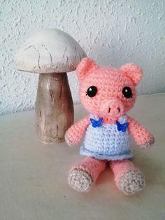 58 New Ideas for crochet animals pig ravelry Crochet Pig, Crochet Amigurumi Free Patterns, Crochet Gifts, Crochet For Kids, Crochet Animals, Ravelry Crochet, Crochet Baby Cardigan, Baby Afghan Crochet, Baby Afghans