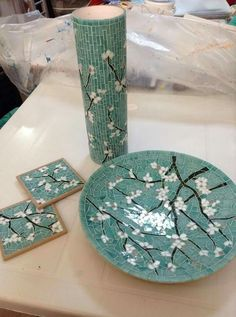 Best 12 Floral frame for mirror or picture. Tile Crafts, Mosaic Crafts, Mosaic Projects, Mosaic Flower Pots, Mosaic Pots, Mosaic Tiles, Mosaic Designs, Mosaic Patterns, Ceramic Clay