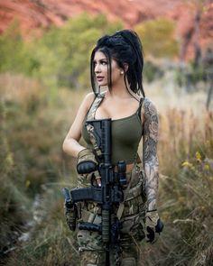 70 ideas for tattoo frauen oberschenkel waffe Mädchen In Uniform, Female Soldier, Army Soldier, Military Girl, Warrior Girl, Military Women, Airsoft, Girl Tattoos, Tattoo Girls