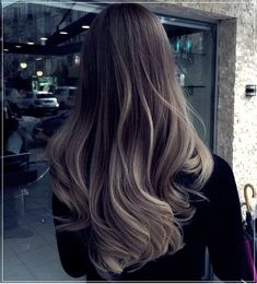 Do you like your wavy hair and do not change it for anything? But it's not always easy to put your curls in value … Need some hairstyle ideas to magnify your wavy hair? Hair Color Balayage, Hair Highlights, Black Hair Grey Highlights, Ash Blonde Balayage Dark, Brown Blonde, Dark Brown, Hair Inspo, Hair Inspiration, Cabelo Ombre Hair