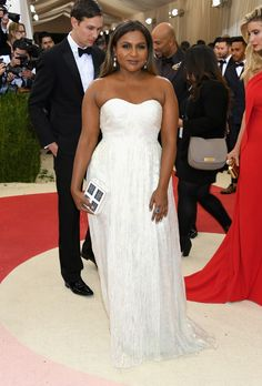 """Mindy Kaling attends the """"Manus x Machina: Fashion In An Age Of Technology"""" Costume Institute Gala at Metropolitan Museum of Art on May 2, 2016 in New York City."""