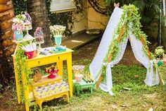 You need to see this party. Combining boho elements with a stunning woodland theme, this Boho Woodland Camping Party at Kara's Party Ideas is a must see! Glam Camping, Camping Parties, Diy Camping, Camping Crafts, Camping With Kids, Woodland Party, Woodlands Camping, Tent Camping Organization, Summer Camping Outfits