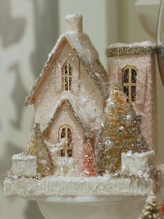Love the pink. - Selected by Koslopolis Magazine - Christmas decoration tips