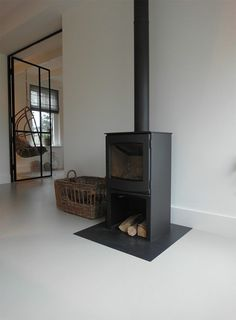 Best Photo Freestanding Fireplace living rooms Strategies Fireplaces certainly are a coveted item among homeowners and home buyers alike. They're practical Open Plan Kitchen Living Room, Freestanding Fireplace, Fireplace Remodel, Living Room With Fireplace, Fireplace Design, Home And Living, Living Spaces, Living Rooms, Sweet Home