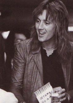 Me Gusta Roger Taylor — tatterdamalion-junketer:   In Japan - 1975