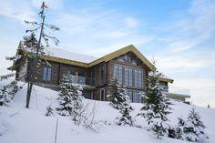 Hafjell - Eksklusiv og eventyrlig tømmerhytte fra 2016 med spektakulær utsikt - Ski inn & ut alpint og langrenn - Meget høy og påkostet standard med moderne og tekniske løsninger - 10 soverom - Dobbel garasje i u etg - Egen leilighet i U.etg. | FINN.no Wooden Cabins, Lodge Decor, Home Fashion, Skiing, Exterior, House Styles, Design, Modern, House