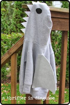 A Thrifter in Disguise: DIY Shark Costume From a Hooded Sweatshirt - Diy Shark Costume, Diy Baby Costumes, Beach Costume, Fish Costume, Shark Costumes, Animal Costumes, Adult Costumes, Costume Ideas, Octopus Costume