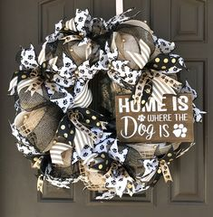 Wreaths for front door Wreath Crafts, Diy Crafts, Wreath Ideas, Fall Crafts, Deco Mesh Wreaths, Rustic Wreaths, Burlap Wreaths, Dog Wreath, Animal Decor