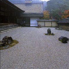 大雲山 龍安寺|Ryoanji|view from side Zen Gardens, Japanese Gardens, Ryoanji, Zen Rock Garden, Heian Period, Kyoto Japan, Japanese Culture, Ropes, Japanese Style