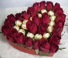 ramos de rosas rojas para cumpleaños con dulces