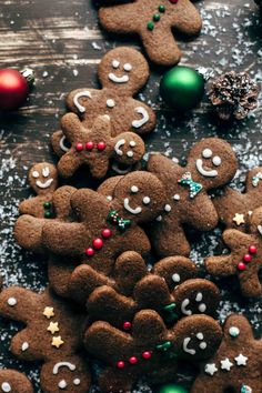 This easy Gingerbread Men Cookies recipe is a must-have. Intense in flavors! This easy Gingerbread Men Cookies recipe is a must-have. Intense in flavors! Christmas Gingerbread, Noel Christmas, Merry Little Christmas, Winter Christmas, Christmas Cookies, Gingerbread Men, Christmas Baking, Rustic Christmas, Xmas Wallpaper