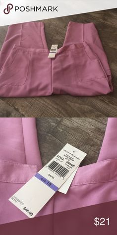Alfred dunner lilac crop pants sz 18 nwt Alfred dunner lilac crop pants sz 18 nwt have a cute side pocket on the leg . Alfred Dunner Pants
