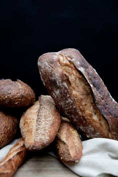 Ideas For Bread Photography Food Photo Rustic Rustic Bread, Our Daily Bread, Fresh Bread, Croissants, Artisan Bread, How To Make Bread, Bread Rolls, Bread Baking, Queso