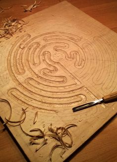 Carve a wooden labyrinth. (No link) Labyrinth Garden, Labyrinth Maze, Magic Crafts, Diy Arts And Crafts, Labrynth, Christian Symbols, Ancient Symbols, Woodworking Techniques, Sacred Geometry