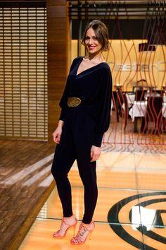 Eva González - Blog 'Las Tentaciones de Eva' 2012/2013 http://las-tentaciones-de-eva.blogs.elle.es/2013/06/25/donde-todo-empezo/ jumpsuit también de Colour Nude y cinturón en forma de hoja de Denny Rose que resalta mucho el look. Los zapatos son de Luis Onofre.
