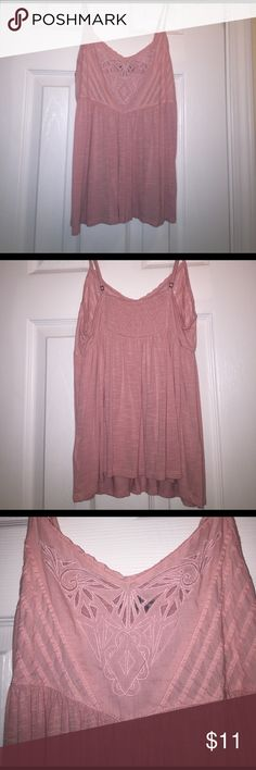 American Eagle Light Pink Tank This flowy tank from American eagle is a size XS. In good condition. Adjustable straps American Eagle Outfitters Tops Tank Tops