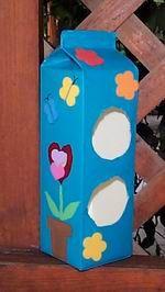 bird hous: milk carton