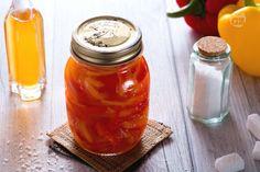 I peperoni in agrodolce sono una delle conserve più sfiziose da preparare, di facile realizzazione e sicuro successo una volta serviti in tavola.