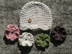 baby hat crochet...i've done this a headband...love interchangeable flowers!