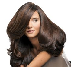 Saçlarımız öncelikle doğal bakım,vitaminler ve mineraller ile saç diplerini besleyerek ve şampuanlama sırasında yapılacak masajlarla uzatılabilir.Bu uzama maximum önceki uzama hızının yarısı kadar...