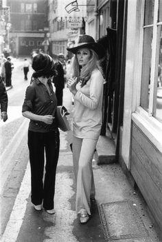 Úrsula Andress ( Suiza, 1936) marcó tendencia en los años 60 y 70: pamelas y pantalón de campana.