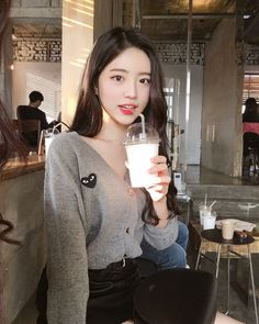Korean Fashion Trends you can Steal – Designer Fashion Tips Uzzlang Girl, Korean Fashion Trends, Fashion Tips, Fashion Design, Ulzzang Korean Girl, Selfies, Grunge Girl, Beautiful Asian Girls, Asian Woman