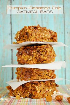 Pumpkin Cinnamon Chip Oatmeal Bars   Only 3 Points Plus: the perfect Weight Watchers recipe   The perfect on-the-go fall breakfast!