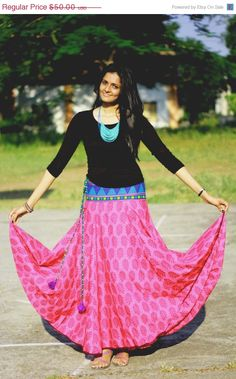 CIRCLE MAXI SKIRT / Summer Beach long skirt / Cotton Long Skirt Super comfy wear for any occasion! Fuchsia with purple block print on it. The Wast has Indian Skirt, Indian Dresses, Indian Outfits, Long Circle Skirt, Long Skirt And Top, Full Skirts, Maxi Skirts, Long Skirts, Indian Look