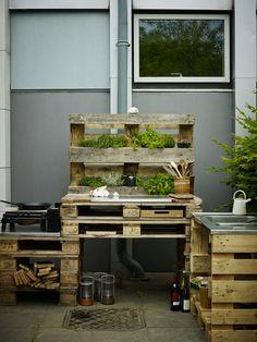 DIY: Outdoorküche aus Paletten bauen