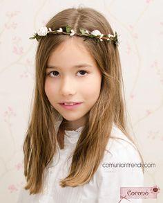 Buscamos la corona, tocado o diadema de flores en TOCADOS COCONÓ | COMUNIÓN TRENDY :: Mil ideas para organizar una Primera Comunión :: Vestidos de comunión, Recordatorios, Trajes de Comunión