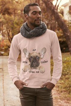 Dann ist dieses T-Shirt optimal für Sie! Dieses Shirt wurde speziell von unseren Designern mit liebe zum Detail angefertigt. Es ist eine super Möglichkeit, seine Liebe zu dieser Hunderasse auszudrücken und auch ein perfektes Geschenk für alle Verehrer dieser Hunderasse! Das T-Shirt kann sowohl von Frauen, sowie von Männern getragen werden und ist in jeder Größe verfügbar. Der Druck ist von sehr hoher Qualität und jedes Shirt wird einzelnd von uns auf unsere Qualitätsstandards überprüft. Super, Sweatshirts, Dogs, T Shirt, Dog T Shirts, French Bulldog Shedding, Gift, Love, Supreme T Shirt
