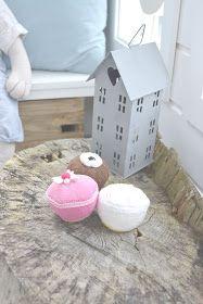 Fru Emma og Co: Lekehytte del 2 Cubby Houses, Play Houses, Playhouse Interior, Playhouse Ideas, Cubbies, Toddler Bed, Interiors, Home Decor, Child Room