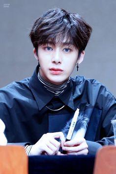 Hyungwon de lente azul é de mais pra mim