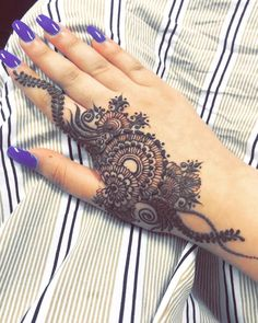 Henna pettern are a very beautiful canvas for showcasing Mehndi Finger Henna Designs, Simple Arabic Mehndi Designs, Stylish Mehndi Designs, Unique Mehndi Designs, Henna Designs Easy, Beautiful Mehndi Design, Latest Mehndi Designs, Mehndi Designs For Hands, Henna Flower Designs