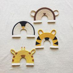 Rope Crafts, Diy Home Crafts, Yarn Crafts, Macrame Wall Hanging Diy, Ideias Diy, Macrame Design, Macrame Projects, Macrame Patterns, Creations
