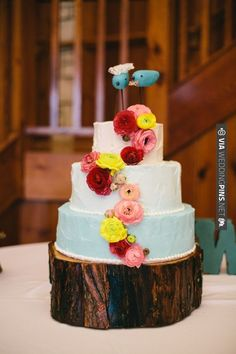 blue ombre wedding cake by Icing on the Cake | CHECK OUT MORE IDEAS AT WEDDINGPINS.NET | #weddingcakes