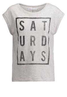 Cooles Trend-Shirt für deinen neuen Look. Even&Odd MOI TOI NOUS - T-Shirt print - offwhite für 12,95 € (16.03.15) versandkostenfrei bei Zalando bestellen. Even And Odd, Trends, Printed Shirts, Off White, Nice, Grey, Tops, Hair, Women