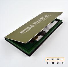 Porta cuentas en metal grabado con láser. Diseño pàra restaurante de playa.