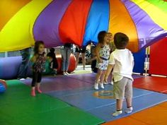 parachute fun for walkers through toddlers and up - have parents release parachute at end? Parachute Games For Kids, Music For Toddlers, Toddler Music, Movement Activities, Music Activities, Activity Games, Music Education, Kids Education, Physical Education