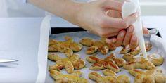 Sinterklaas recept voor met de kids: taai taai poppetjes maken van zelfgemaakt deeg.