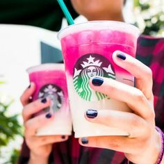 The menu is full of keto diet fat burning drinks at Starbucks to lose weight. Enjoy keto diet fat burning drinks at Starbucks to lose weight and fill you up Coconut Milk Drink, Unsweetened Coconut Milk, Fat Burning Smoothies, Fat Burning Drinks, Lchf, Milkshake, Ombre Pink Drink, Blended Coffee Drinks, Espresso Drinks