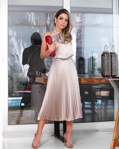 msgerrie: Pretty looklove the pleated skirt Classy Summer Outfits, Summer Wedding Outfits, Simple Dresses, Elegant Dresses, Beautiful Dresses, Skirt Outfits, Dress Skirt, Flattering Dresses, African Attire