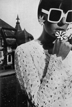 Cool 1967 fashion crochet dresses, mod fashion, david bailey, white, daisies, flower power, retro fashion, flowers, sunglasses
