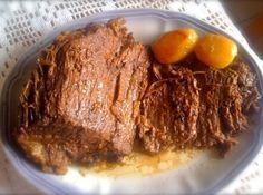 Receita de Como Fazer Carne de Panela (Receita da Mãe) - água quente, 1 peça de carne, sugestão coxão duro (de aproximadamente 1,2kg), 1/2 cebola inteira ra...