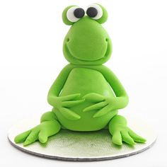 The Frog - Cake Topper, made from fondant/icing. Learn to make this and many more at Cakesteps.com.