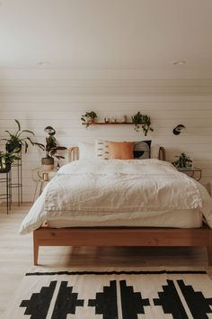 Modern Bedroom Ideas - Searching for the best bedroom design ideas? Use these gorgeous modern bedroom ideas as inspiration for your own remarkable designing plan . Cozy Bedroom, Home Decor Bedroom, Master Bedroom, Bedroom Ideas, Bedroom Furniture, Master Suite, White Bedroom, Ikea Bedroom, Bedroom Apartment