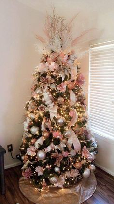 50 Rose Gold Christmas Decor Ideas so that your home tells a Sweet Romantic Story - Hike n Dip Let your Christmas Decoration spell out luxury, elegance & affluence. Here are some Rose Gold Christmas Decor Ideas for you that are simply perfect. Rose Gold Christmas Tree, Rose Gold Christmas Decorations, Flocked Christmas Trees, Beautiful Christmas Trees, Christmas Tree Themes, Noel Christmas, Xmas Tree, Christmas Tree Trends 2018, Decorated Christmas Trees